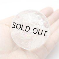 【セール20%OFF】レインボー入 ◆ 水晶 丸玉 約55ミリ 置石 メール便不可
