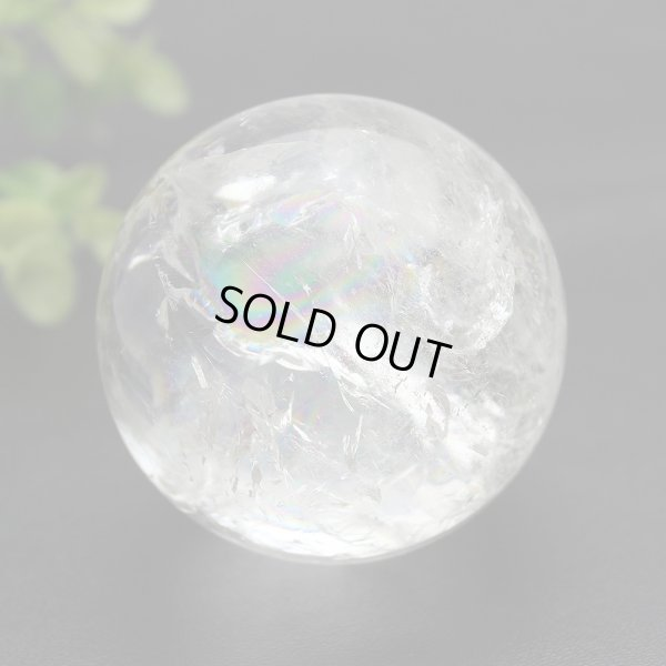 画像1: 【セール20%OFF】レインボー入 ◆ 水晶 丸玉 約58ミリ 置石 メール便不可